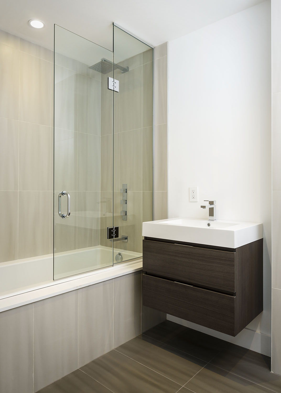 28-Park-Ave_Upstairs-Bathroom-2-sm